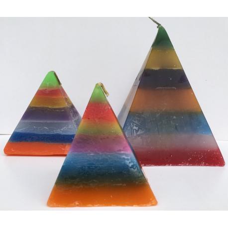Vela Pirámide Mediana 7 Colores, 9cm base x 10cm altura